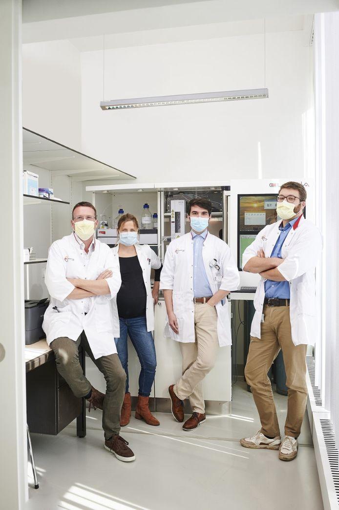 Het team van AZ Groeninge dat voor de innovatieve behandeling instaat.