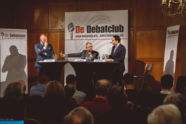 Theo Francken en Tom Van Grieken leggen elkaar het vuur aan de schenen in Edegem. Beeld Wouter Van Vooren