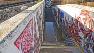 Voetgangerstunnel aan station loopt onder water: treinen stoppen niet in Buizingen