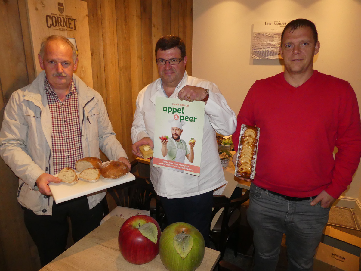 Bakkers Hendrik Blanchaert, Luc Welvaert en Thomas Bauwens tonen enkele creaties met appel.
