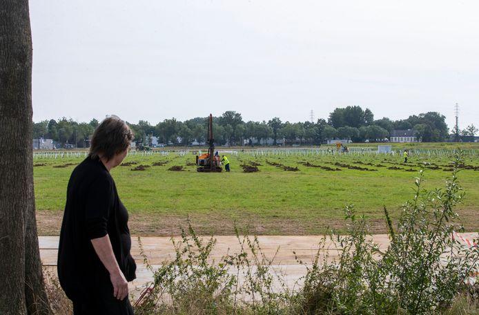 De aanleg van het zonnepark aan de Wageningse Haarweg is in volle gang