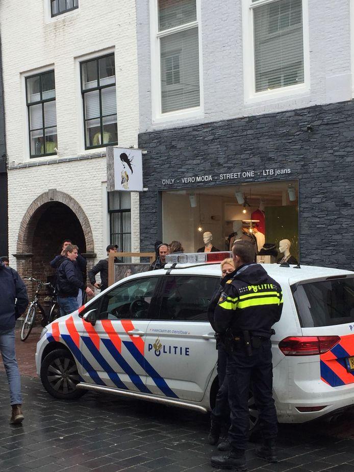 Politie is aanwezig bij de opnames.
