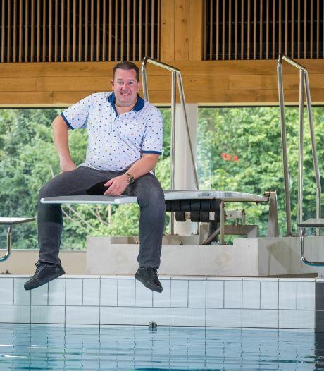 Volkszanger Stef Ekkel uit Kampen brengt ode aan de badjuf