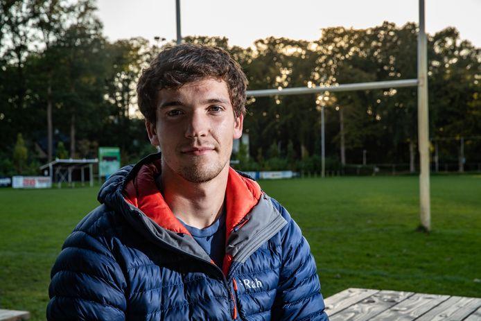 Leo van Mourik Broekman ontdekt het land van zijn vader, mede door te rugbyen in het eerste team van The Pickwick Players in Deventer.