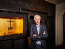 Herdenking tachtig jaar bombardement met imposant 'vredesraam' in Laurenskerk
