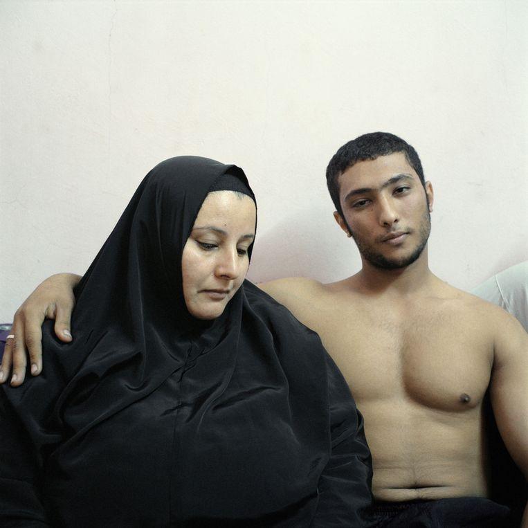 Tweede prijs Mensen<br /><br />Ali, een jonge Egyptische bodybuilder, poseert met zijn moeder. Beeld Denis Dailleux