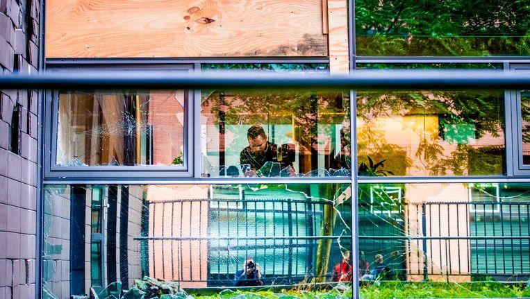 De gevel van het gebouw van Pijper Media, waar behalve Panorama ook de redactie van Revu zit, was groot na de aanslag. Beeld anp