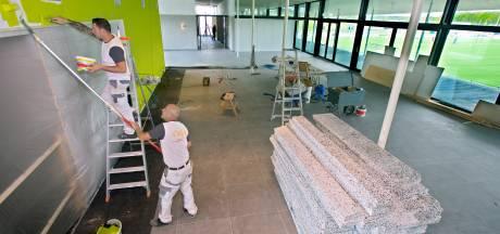 Anderhalf jaar na verwoestende brand is nieuw clubgebouw VV Oosterhout bijna klaar