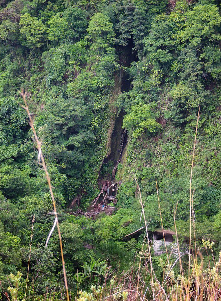Langs de Rio Caldera, waar gezocht werd door reddingshonden. Beeld Uit boek Verloren in de jungle