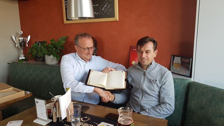 Voormalig Zemst burgemeester Bart Coopman (CD&V) met zijn toenmalige collega uit Spermezeu.
