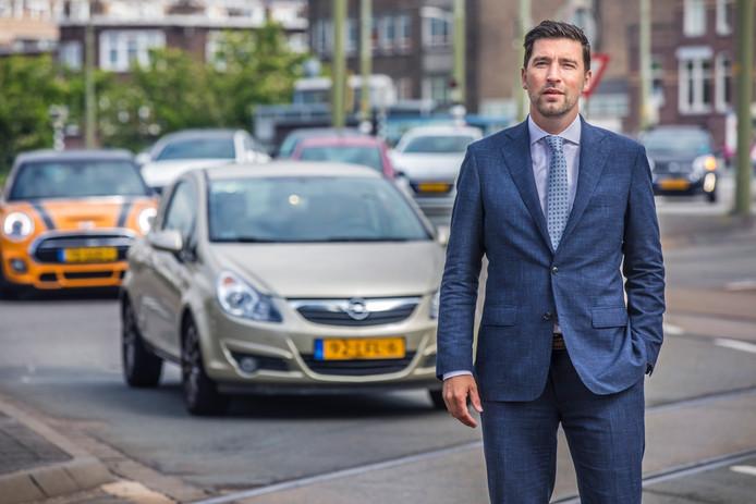 Wat wethouder Van Asten betreft blijft de auto welkom, maar mensen zullen voortaan wel vaker moeten omrijden.