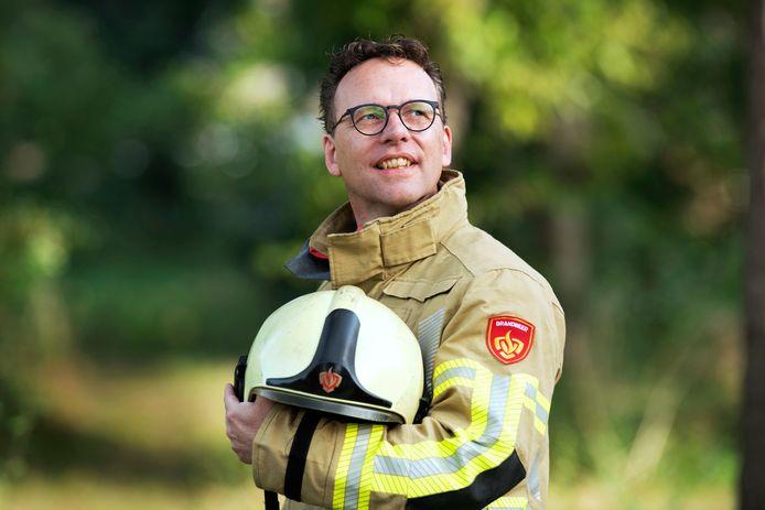 Leon Bal is dominee en brandweerman.
