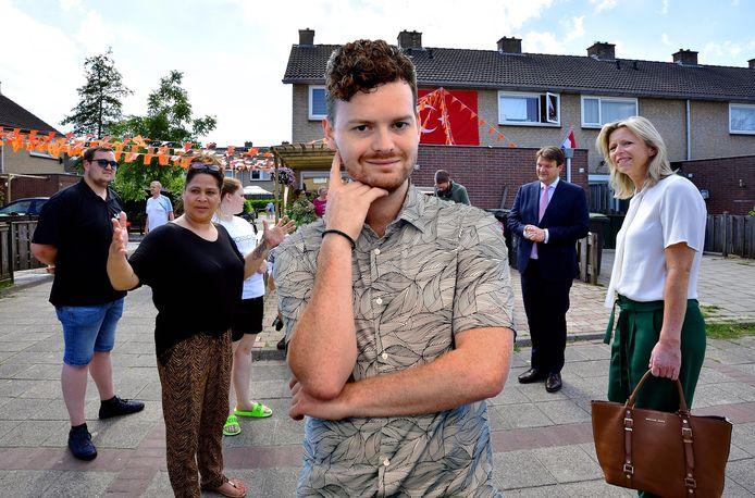 Demissionair minister Ollongren op bezoek in de Roosendaalse wijk Langdonk. Columnist Freek Verhulst vraagt zich af wat voor impact zo'n bezoekje nou heeft.