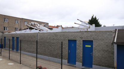 Voetbalwedstrijd afgelast nadat dak van kleedkamers waait