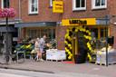 De Poolse supermarkt WarsZawa in Schijndel heeft buiten groenten uitgestald.