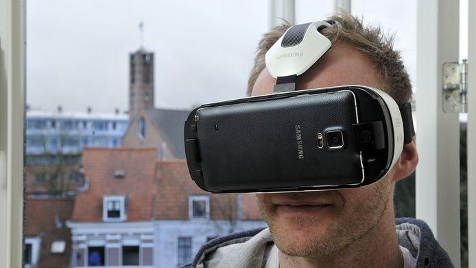 Joost van Doremalen zit virtueel in de '3D VIP Room' van NovoLanguage.
