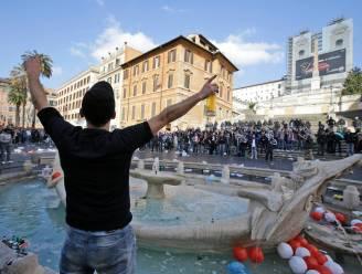 Gevangenisstraf voor supporters Feyenoord na rellen en vernielen van beroemde fontein in Rome