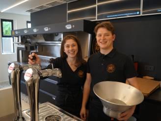 """Sies (22) ruilt café De Keet in voor eigen frituur De Frietpost: """"Door corona is alles in een stroomversnelling gekomen"""""""