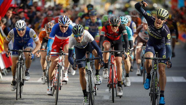 Impey klopt Valverde en Vichot. Beeld Photo News