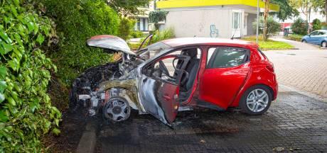 En wéér is het raak: derde autobrand in Epe in anderhalve week tijd