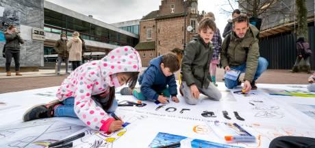 Kindertekeningen om aandacht voor vluchtelingen te vragen
