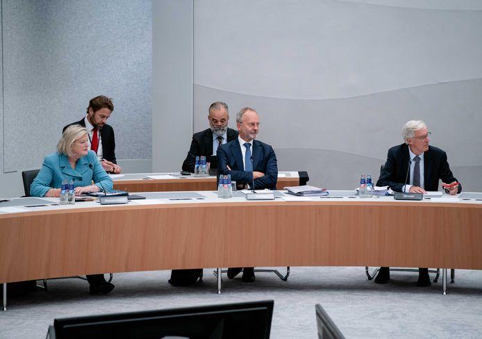 Demissionaire bewindslieden Ankie Broekers (Asiel), Henk Kamp (Defensie) en Ben Knapen (Buitenlandse Zaken) tijdens het Kamerdebat over Afghanistan.