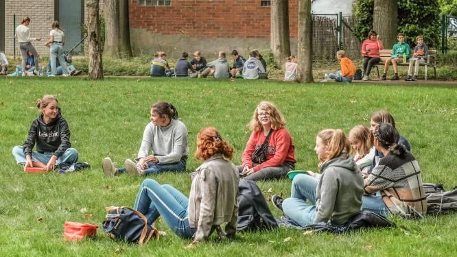 """Kortrijkse scholen straks weer op daguitstap, maar niet alles kan: """"Picknicken in een park mag nog niet"""""""