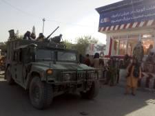 Taliban nemen achtste provinciehoofdstad in, tienduizenden Afghanen op de vlucht