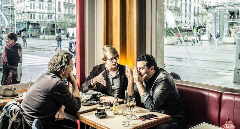 Maarten Boudry (m.), tegenover onze journalist Joël De Ceulaer: 'Ik vind het goed dat je een column schrijft, Dyab. Jouw stem is nodig. Maar je kunt niet meer volhouden dat je onderdrukt wordt.' Beeld Franky Verdickt