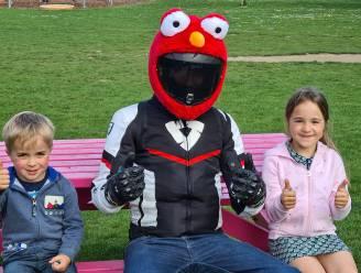 """Wie is mysterieuze biker Elmo die heel Tienen een glimlach op het gezicht tovert? """"Zelfs mijn eigen kinderen weten niet dat ik het ben"""""""