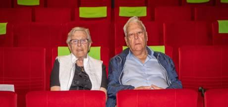Nel en Sas (87) na 50 jaar weer in de bioscoop: 'Film Slag om de Schelde is wel heel veel dood en verderf'