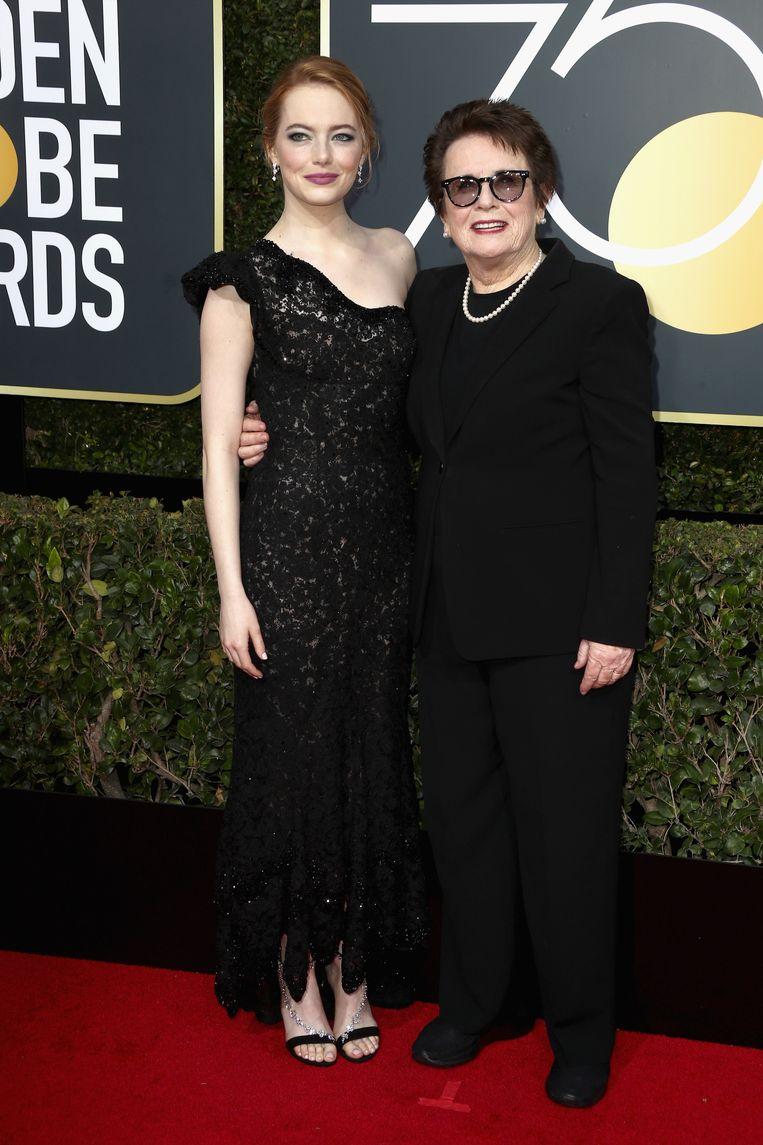 Emma Stone verscheen samen met oud-tennisster en activiste Billie Jean King die ze speelt in de film 'Battle of the Sexes'.  Beeld Getty Images