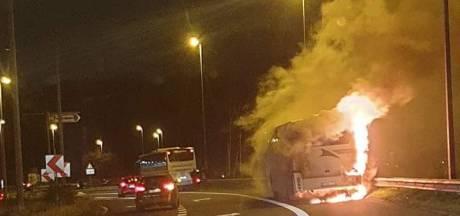 Un car s'enflamme de manière spectaculaire sur le Ring de Charleroi