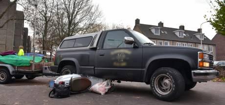 Scooterrijdster met spoed naar het ziekenhuis na aanrijding in de Kwaadeindstraat in Tilburg