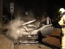 Auto uitgebrand in Culemborg; politie stelt een voorwerp veilig