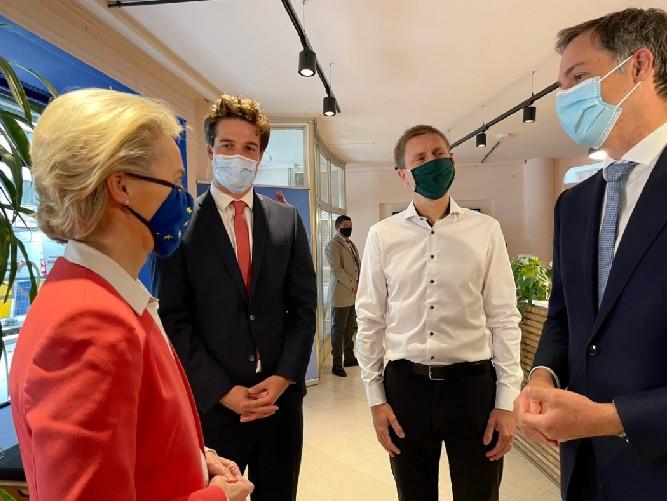 Thomas Dermine, le secrétaire d'État pour la Relance, et Alexander De Croo, Premier ministre, ont rencontré Ursula von der Leyen, présidente de la Commission européenne.