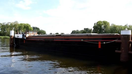 Op dit schip De Oostenwind krijgt de varende tentoonstelling vorm.