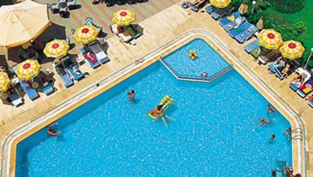 Het zwembad bij hotel Doris Aytur in Alanya.