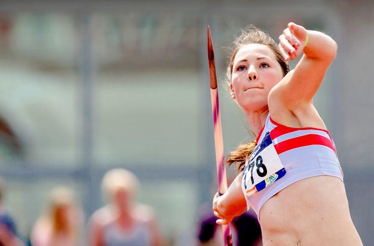 Emma Oosterwegel op het onderdeel speerwerpen tijdens het NK atletiek in het Olympisch Stadion. Beeld Sander Koning / ANP