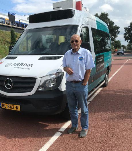 Met de buurtbus mee van Tiel naar Zaltbommel: 'Ik mis de vertrouwde gezichten'