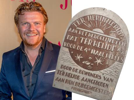 Bastiaan Ragas doneert historische plaquette uit 1960 aan Dorpsvereniging Ter Heijde aan zee