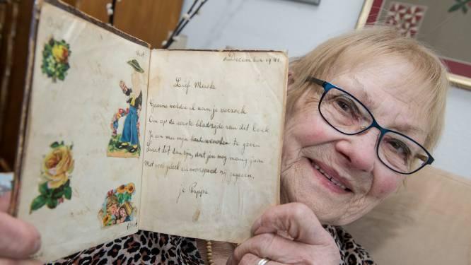 Riet (89) koestert haar poesiealbum uit de oorlog: 'Het versje van mijn vader ken ik uit mijn hoofd'
