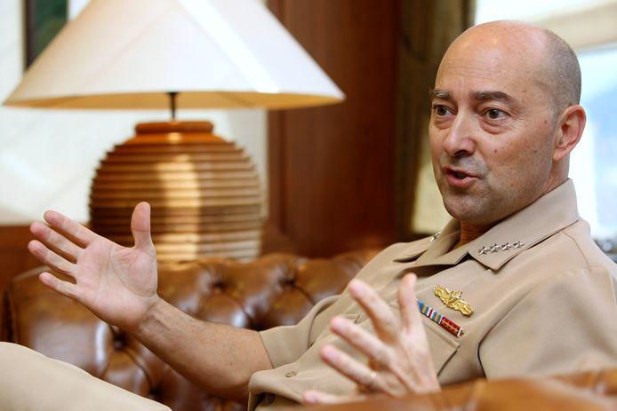 Admiraal James Stavridis heeft de leiding over alle militaire operaties van de NAVO in Europa.
