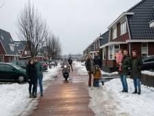 Kinderen naar binnen voor scheurende scooters op regionale fietsroute door woonwijk Harderwijk