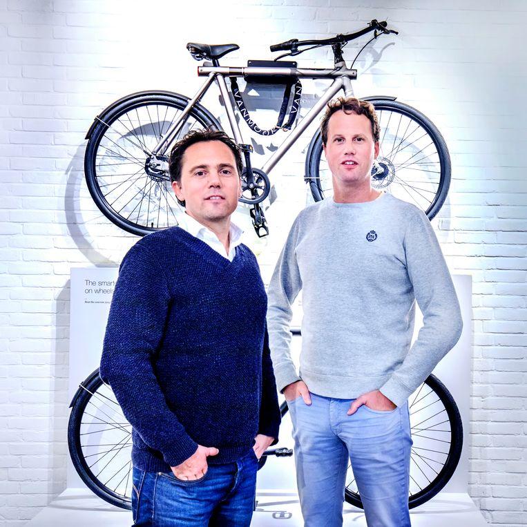 Winnaar van de week: Taco Carlier (l) en zijn en broer Ties van VanMoof.  Beeld Raymond Rutting / de Volkskrant