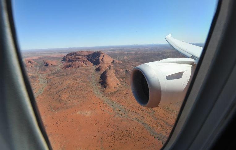 De Boeing 787 Dreamliner vloog rondjes boven Uluru of Ayers Rock in Australië. 'Een majestueus moment', zegt passagier David Thompson. Beeld Getty Images