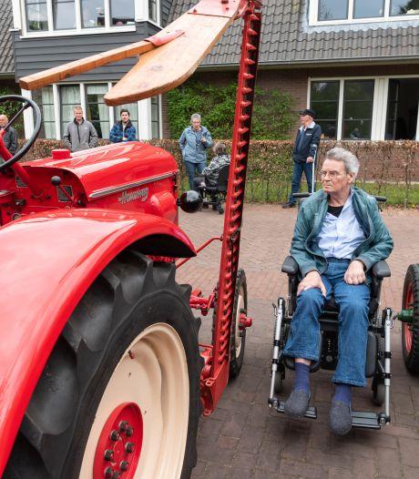 Vrrroemm! Ronkend bezoek van Harleys en oude tractoren voor geïsoleerde Joop (68) en Alie (71) uit Hoogland