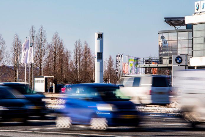 De meest lucratieve flitspaal is de paal die auto's registreert op de kruising van de Wippolderlaan met de Veilingroute en de Wateringveldseweg in de richting van Delft.