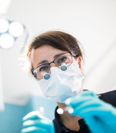 Brandbrief Zeeuwse tandarts heeft effect. Kabinet kijkt of er meer tandartsen kunnen worden opgeleid