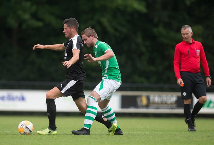 Arnhemmer Nick Buijl in actie bij AD'69 in Aalten. Hij verruilde vorig seizoen MASV voor FC Bocholt.